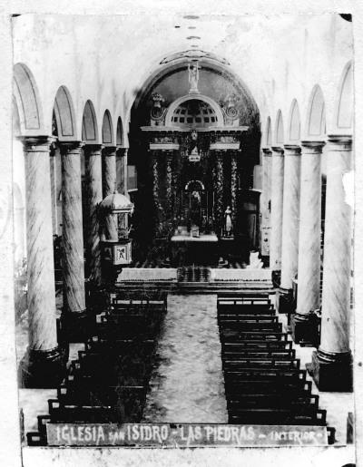 Interior de iglesia San Isidro a fines del siglo XIX