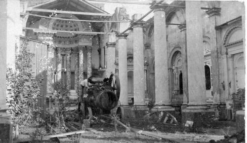 San Isidro, interior de la iglesia sin techo en 1911